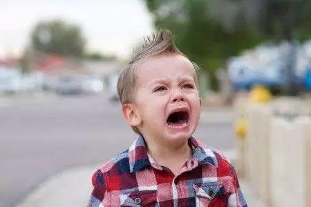 外国婴儿哭素材